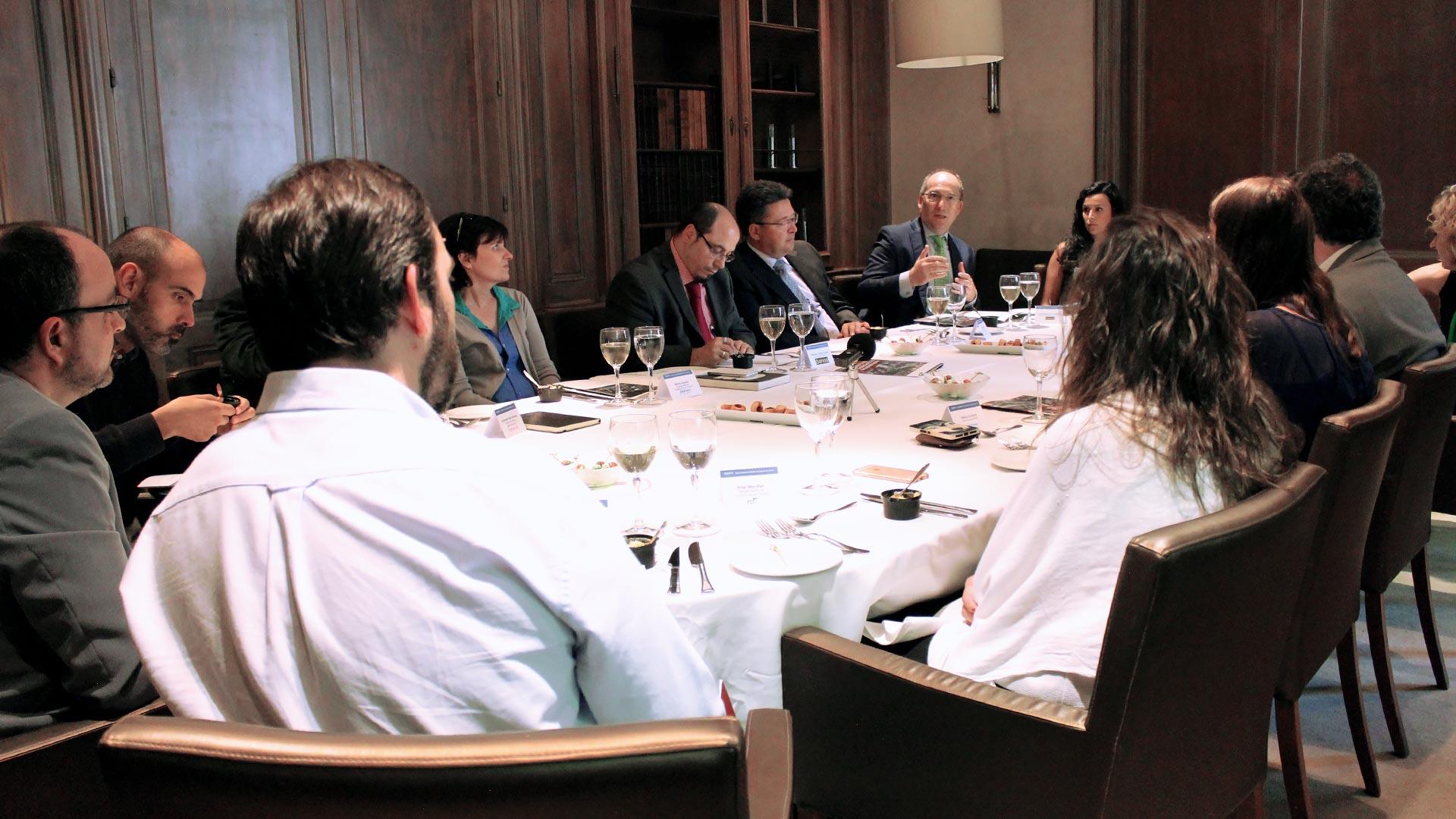 oracle_tpnet_evento_debate_mesa_redonda_informe_herramientas_experiencia_cliente_03