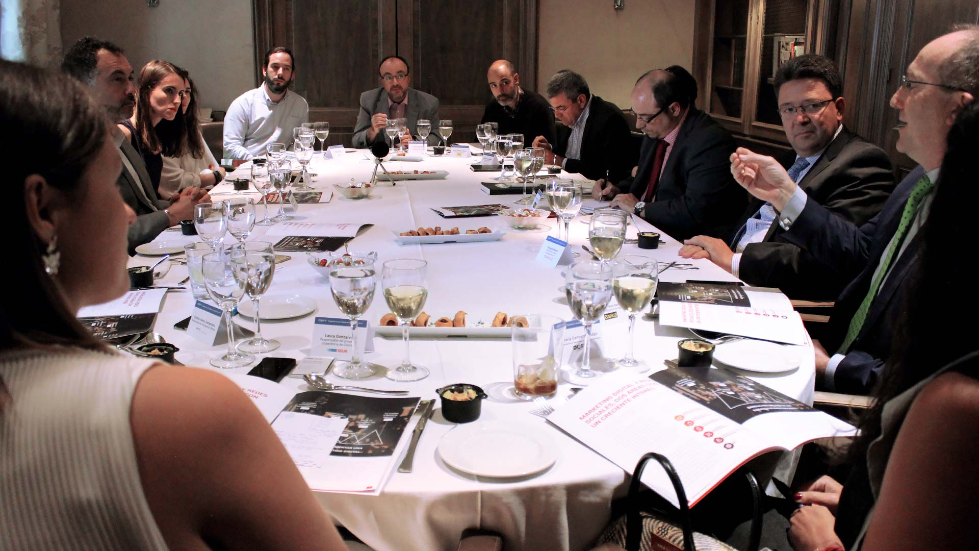 oracle_tpnet_evento_debate_mesa_redonda_informe_herramientas_experiencia_cliente_04
