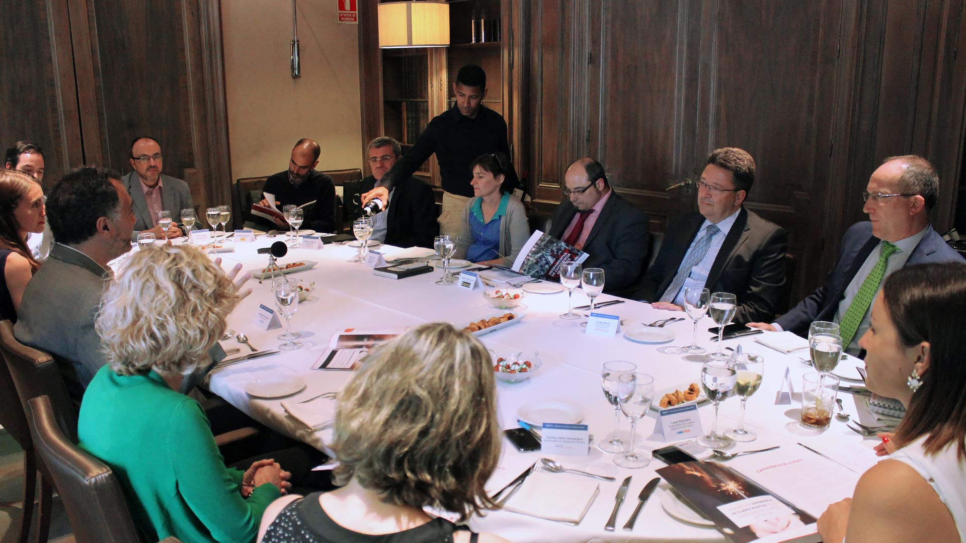 oracle_tpnet_evento_debate_mesa_redonda_informe_herramientas_experiencia_cliente_11