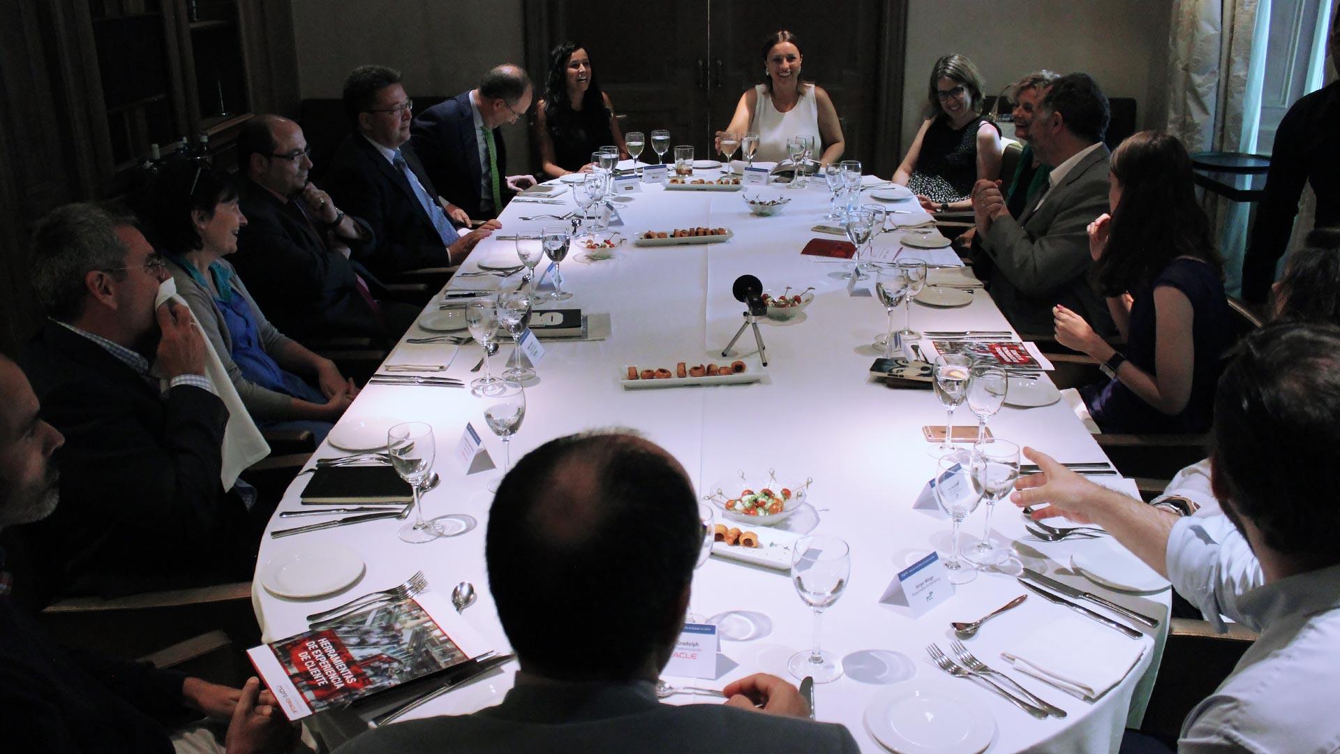 oracle_tpnet_evento_debate_mesa_redonda_informe_herramientas_experiencia_cliente_12