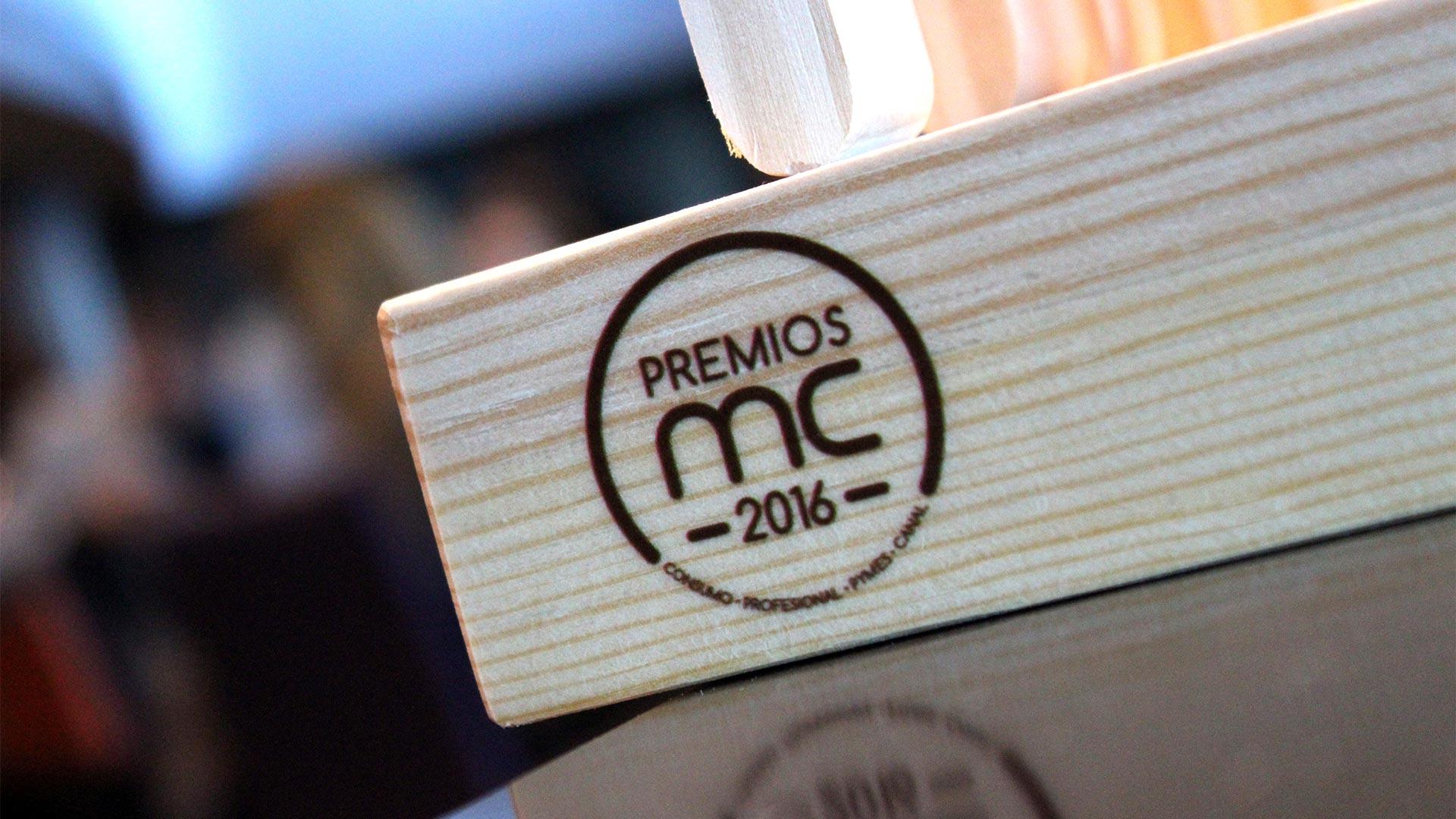premiosmc2016-trofeo-detalle-logo